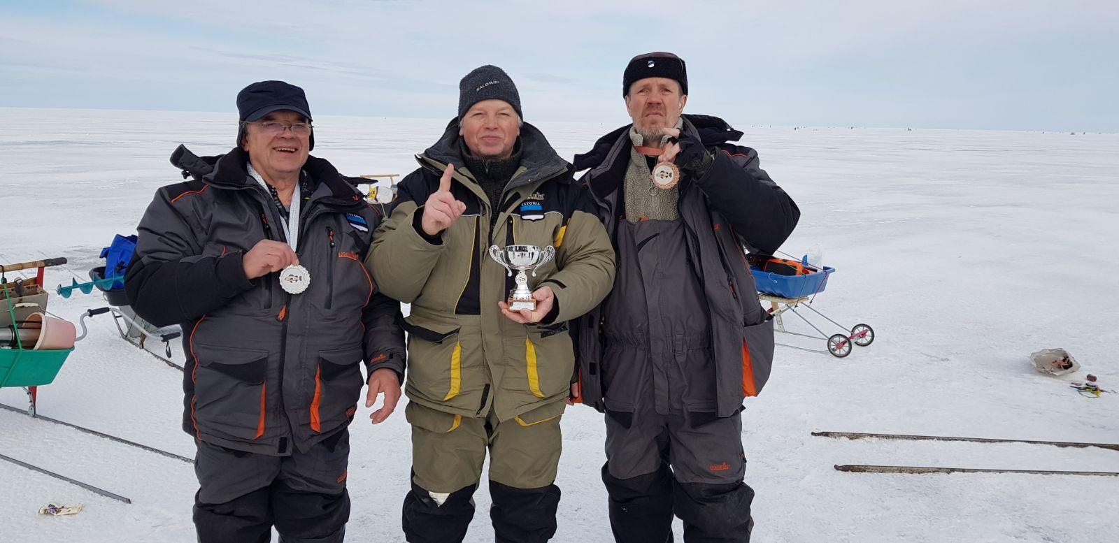 Kaare jääaluse kalapüügi võistlused Kallastel (Peipsiäärel)